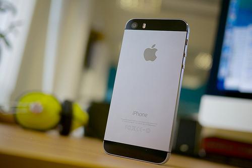 Apple Confirma que iPhones antigos ficam mais lentos de proposito